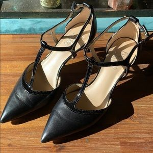 Strapping black heels.